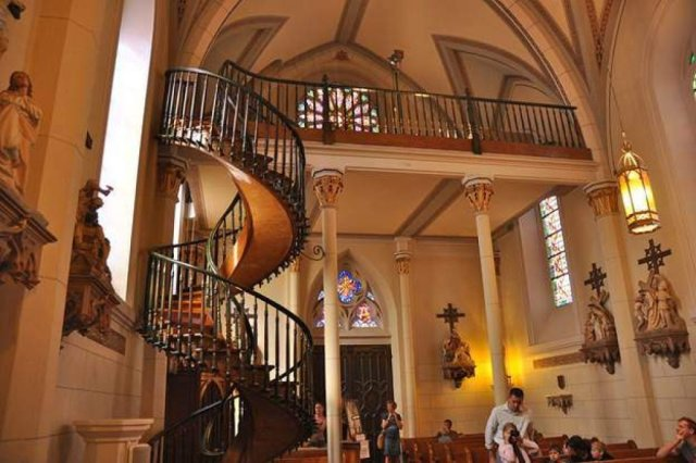 Loretto-Chapel-staircase-and-interior.jpg
