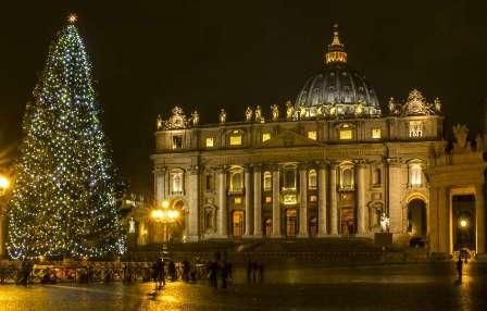 christmas_rome_vatican_christmas_tree.jpg
