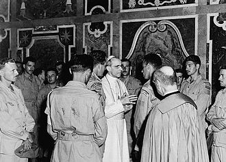 Members_of_the_Royal_22e_Regiment_in_audience_with_Pope_Pius_XII.jpg