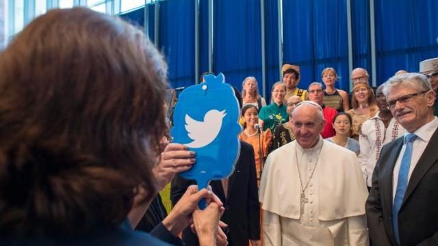 Pope-Twitter.jpg