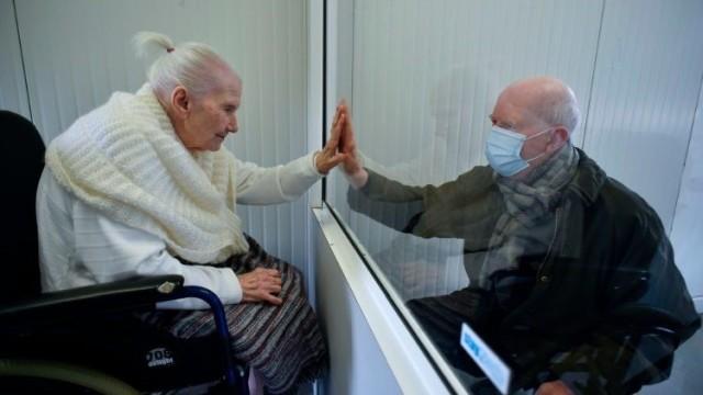 covid-19-elderly.jpg