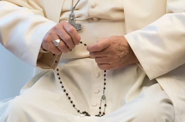 pope-rosary.jpg