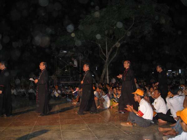 ĐGM tham dự diễn nguyện tại la vang
