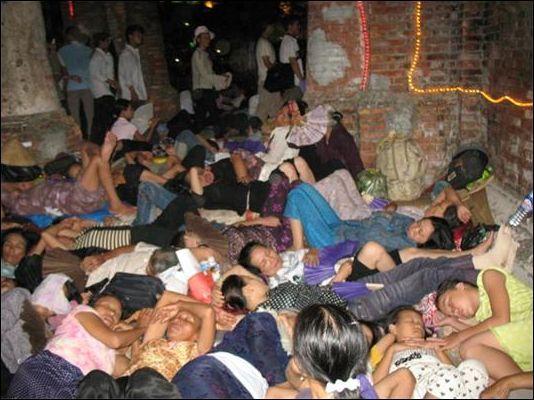 ngủ dưới tháp cổ la vang